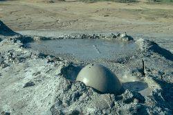 Kleine Eruption eines der drei Krater