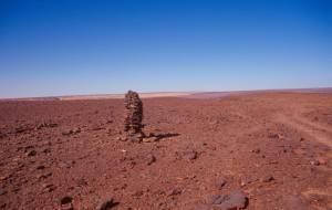 Pistenmarkierung bei der Abfahrt zum 3. Kraterring