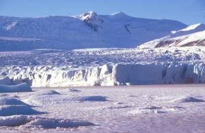 mit der Abbruchkante der Gletscherzunge.