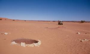 Vorbei an den trocken Brunnen bei El Bayyed...