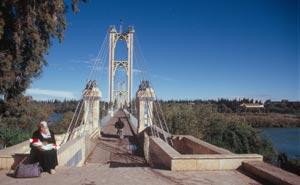 """Die 1924 erbaute """"Franzosenbrücke"""" über den Euphrat"""