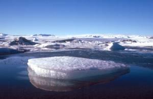 ...Gletschersee Jökusárlón mit Eisbergen