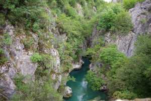 ermöglicht einen Exkurs in das Valbona-Tal...