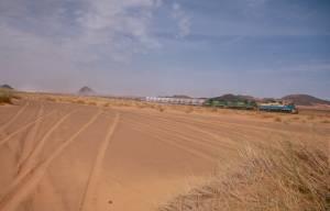 Der kilometerlange Eisenerzzug bei Ben Amira