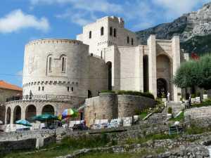 auf dem Weg zum Skanderbeg-Museum