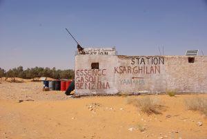 Die Tankstelle der Oase Ksar Ghilane