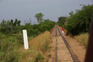 ...nach Fangala über die Eisenbahnbrücke...
