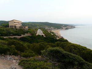 der Anlage mit einem herrlich Blick über die Küste.
