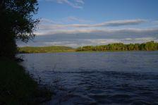 ...finden wir einen schönen Übernachtungsplatz am Fluss Biya.