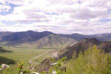 Wunderschön, der Blick vom Schamanen-Pass (1266 m) bei Kutchegen