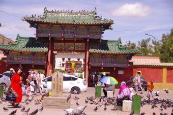 Das tibetisch-buddhistische Gandan-Kloster, der Haupteingang...