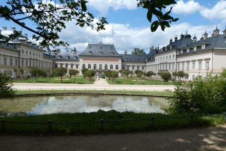 ...zum Schloss Pillnitz.