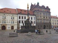 In Pilsen steht am größten Marktplatz Böhmens, mit der Pestsäule, das Rathaus aus der Renaissance von 1558