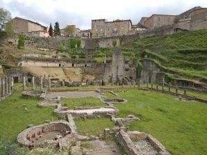 ...das römische Theater u.v.m. besuchen.
