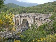 Die imposante genuesische 3-Bogen-Brücke über den Tavignanu