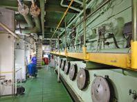 ...dem 8-Zylinder-Schiffsdiesel mit 35000 PS...