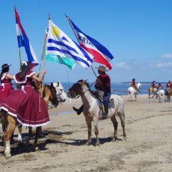 0030748_Folklore-Parade_in_Atlantida