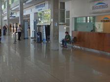 Hier warten wir auf unsere Tickets nach Buenos Aires...