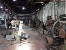 ...sowie eine Halle mit Maschinen für die Dosenproduktion...