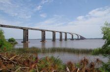 ...an der Puente Internacional über den Rio Uruguay