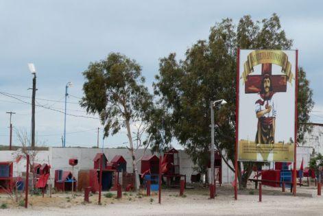 Kurz mal wieder auf der Ruta 3 - eine Gedenkstätte für den Volksheiligen Gauchito Gil.