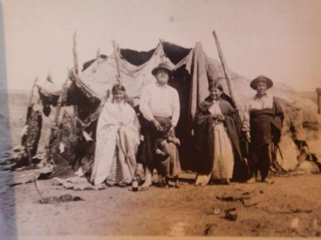 Die hiesigen Tehuelche-Indianer lebten zu der Zeit in Zelten.