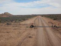 Einsame Wege, unterbrochen von Tiersperr-Rosten, ...