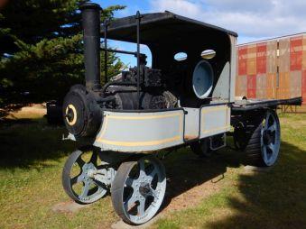 ...oder den englischen Pritschen-Lastwagen anzusehen.
