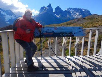 Extrem starke Fallwinde am Torres del Paine können auch die stärkste Frau umhauen.