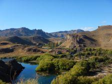 An der RN237 - das grüne Tal vom Rio Limay...
