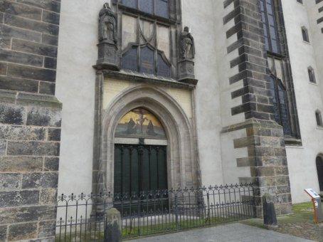 An deren Portal schlug er seine 95 Thesen gegen den Ablasshandel der römisch-katholischen Kirche an.