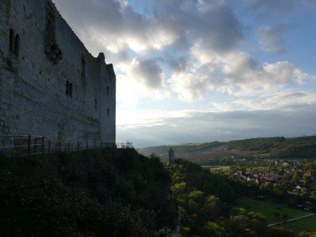 Blick von der Rudelsburg auf die Burg Saaleck