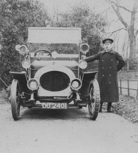 Riley_car_with_chauffeur,_c1910
