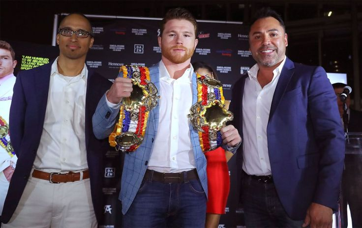 (From left to right) The Ring Magazine Editor-in-Chief Doug Fischer, world middleweight champion Canelo Alvarez and Golden Boy Promotions founder Oscar De La Hoya. Photo Credit: Tom Hogan/HoganPhotos/Golden Boy Promotions