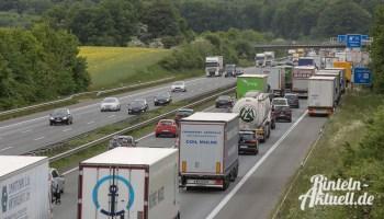 Stau Auf Der A2 Eine Tonne Mohren Auf Autobahn Gelandet