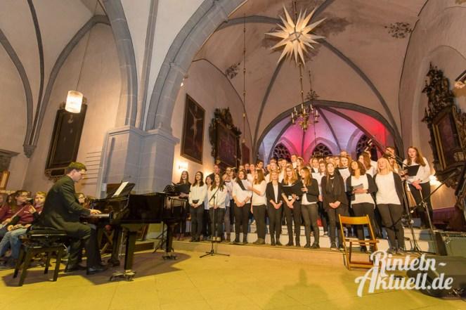 18 rintelnaktuell weihnachtskonzert ernestinum gymnasium abichor bigband blaeserklasse streicher cajon musik