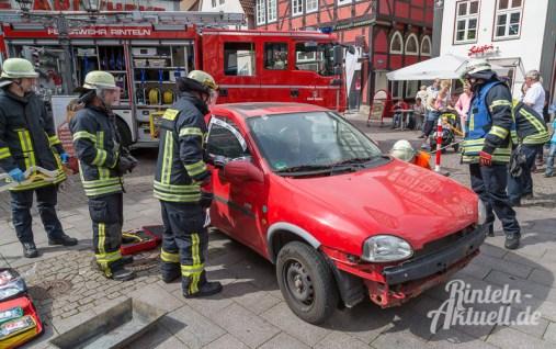 08 rintelnaktuell brandschutztag marktplatz feuerwehr jugend nachwuchs vorfuehrung information loeschen kinderfinder 2016