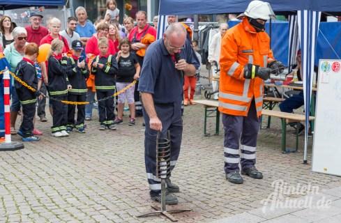 16 rintelnaktuell brandschutztag marktplatz feuerwehr jugend nachwuchs vorfuehrung information loeschen kinderfinder 2016