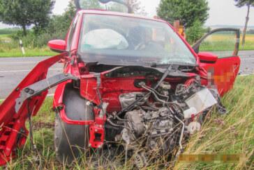 L433 Hameln-Rinteln: VW Up Fahrer (21) aus Hessisch-Oldendorf bei Unfall schwer verletzt