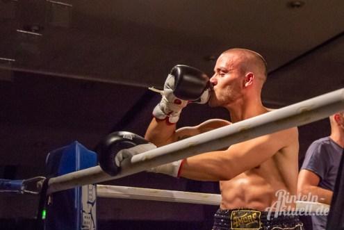 26 rintelnaktuell profiboxen piergiulio ruhe sport brueckentorsaal boxring event waru kampf gegner runden