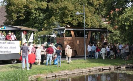 07 rintelnaktuell ernteumzug moellenbeck ernte dorfgemeinschaftsfest erntewagen 2018