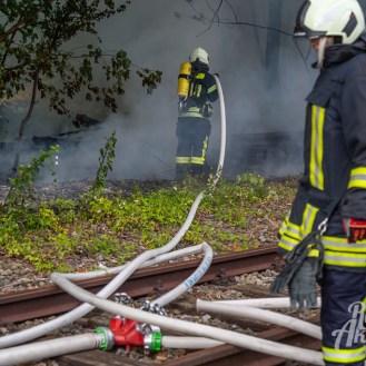 02 rintelnaktuell feuerwehr rinteln brand holz bahnschwellen grosse tonkuhle nordstadt 2.7.19