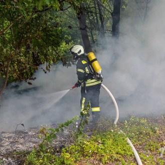 03 rintelnaktuell feuerwehr rinteln brand holz bahnschwellen grosse tonkuhle nordstadt 2.7.19