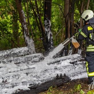 17 rintelnaktuell feuerwehr rinteln brand holz bahnschwellen grosse tonkuhle nordstadt 2.7.19