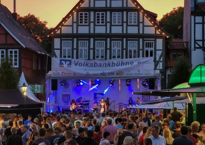 16 rintelnaktuell altstadtfest 2019 musik openair feier innenstadt city rinteln buehnen
