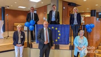 07 rintelnaktuell europaschule bbs rinteln grant hendrik tonne kultusminister uebergabe zertifikat 02.09.2020