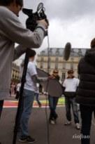 Lors d'une action de prévention santé pour sensibiliser le public à une maladie de peau méconnue, RioFluo a imaginé et créé une cartographie artistique des zones sensibles liées à la maladie sur une silhouette de 750m2 collée au sol. Action grand public. Sur Mesure. Paris. Communication visuelle et évènementielle.leo pharma, street-art, record,santé, louvre,Projet corporate,Digitag,Paris,digital, graffiti numerique bmw, vehicule, voiture street-art, georges5, showroom, brandstore, lancement