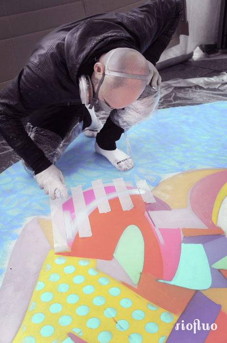 Street-art x prévention santé! RioFluo a créé l'événement en concevant et réalisant la plus grande fresque au sol sur l'une des places les plus en vue de Paris pour attirer l'attention sur une maladie du psoriasis. Suite au succès du projet « La peau s'affiche », l'agence RP LJ COM et la fondation Léo Pharma ont demandé à RioFluo de réfléchir à une opération de sensibilisation grand public sur la maladie du Psoriasis. theo lopez, jo di bona, tetar, ernesto novo, skio, sifat