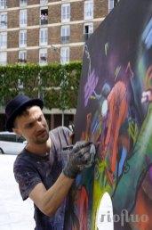 Amusez votre public et faites parler de votre évènement grâce à ce challenge artistique qui permettra les photos les plus folles en incarnant les peintures déjantées des artistes. face in hole, riofluo, live painting, street-art, france, graffiti, art urbain, peinture, performance, ile de france, artistique, artiste, graffeur