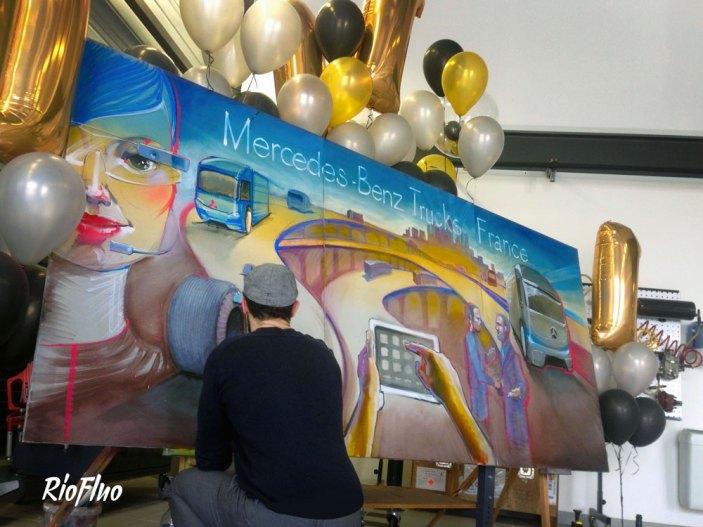Superbe live painting d'Harry James pour Mercedes Benz & CWT. Sur la thématique des services Mercedes et des futurs camions E-Fugo et Mercedes. Live painting, fresque, muralisme, street-art, decoration, Paris, speed painting, live painting, trucks, Posca, live painting, mercedes benz académie